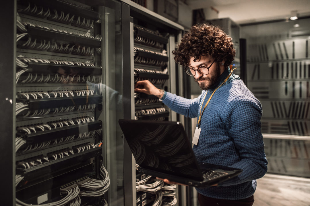 A Microsoft Employee checks Server 2008 before it's End of Life